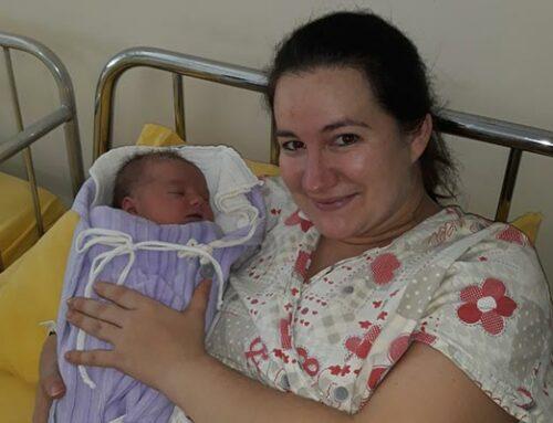 Rotary Klub Doboj darivao bebu rođenu 23. februara